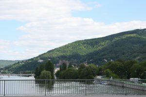 Ernst-Walz-Brücke zwischen Neuenheim und Bergheim mit Blick auf Schloss