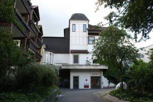 Der Eingang des Krausparkhaus liegt versteckt in der Altstadt