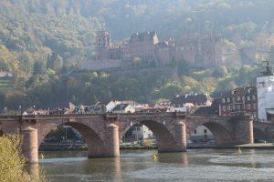 Alte Brücke mit Blick aufs Schloss