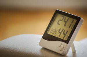Luftfeuchtigkeit in Räumen mittels Hygrometer bestimmen